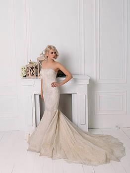 Классическое свадебное платье из серебристого гипюра