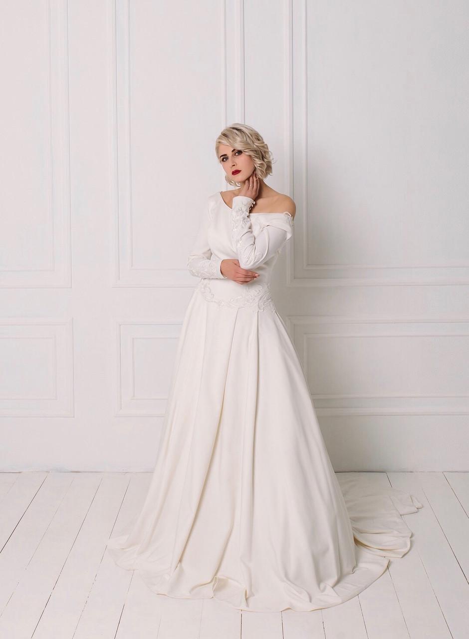 Классическое свадебное платье с вышивкой и рукавом