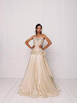 Свадебное платье из золотистой органзы с бисерной вышивкой