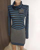 Трикотажное платье с цветком в полоску серое с синим