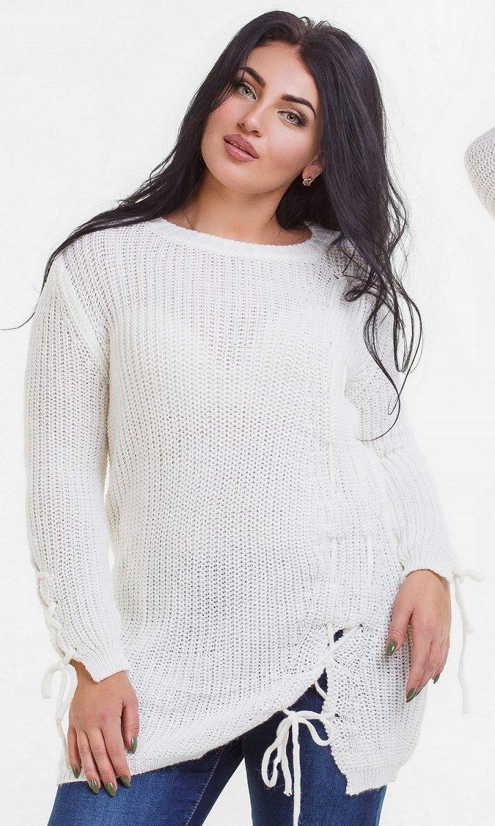 Красивый вязанный свитер со шнуровкой