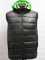 Жилетка чоловіча  Bleck Wolf-чорна з зеленим капішоном