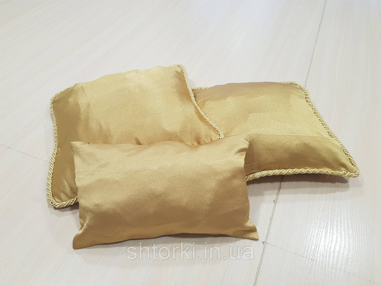 Комплект подушек 3шт  и валик беж золото с шнуром