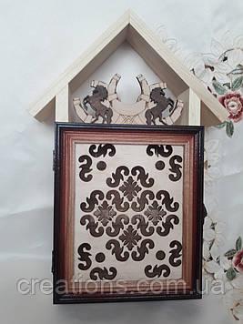 Ключниця настінна з дерева на 5 ключів