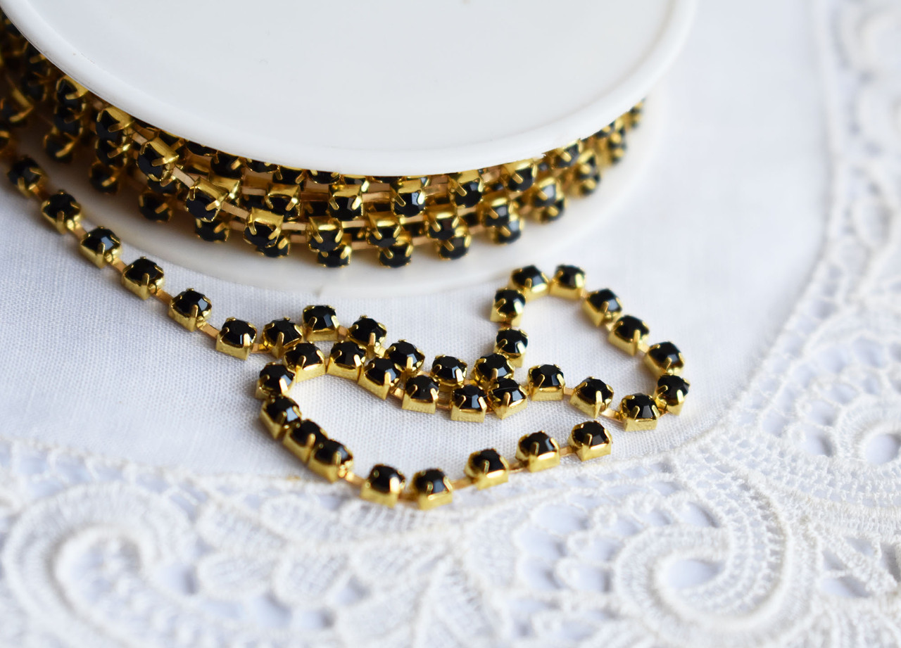 Стразовая цепь 2,5мм, черные\золото, 10 см