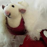"""Крыса валяная """"Девушка в белом пальтЕ"""", сухое валяние, игрушка для интерьера, фото 1"""