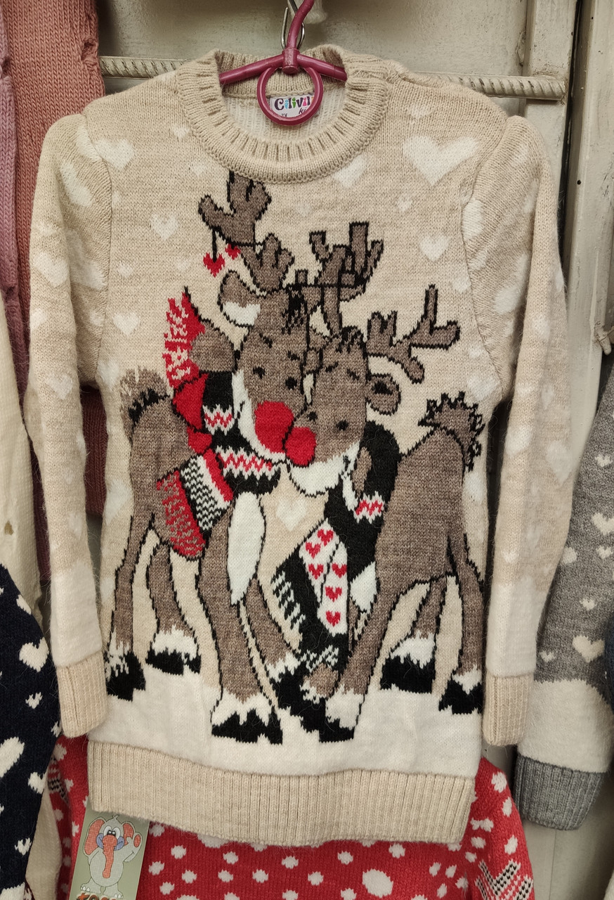 Вязаный свитер с оленями для девочек 6-11 лет Обнимашки кремовый