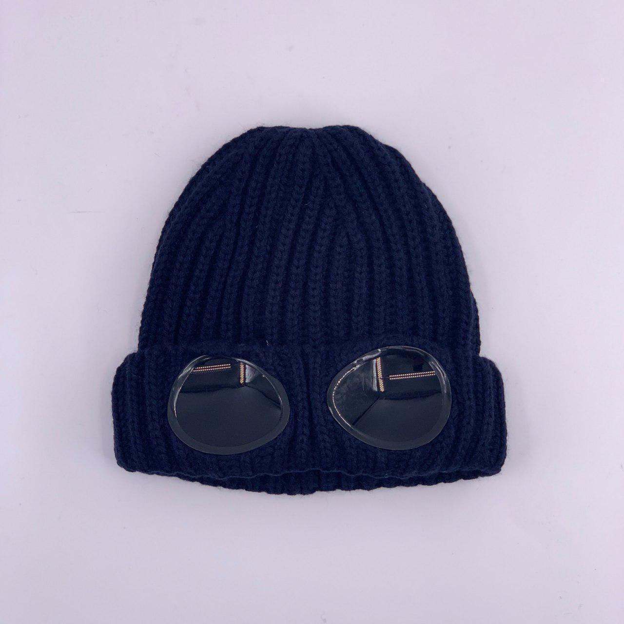 Зимняя мужская шапка синего цвета с очками