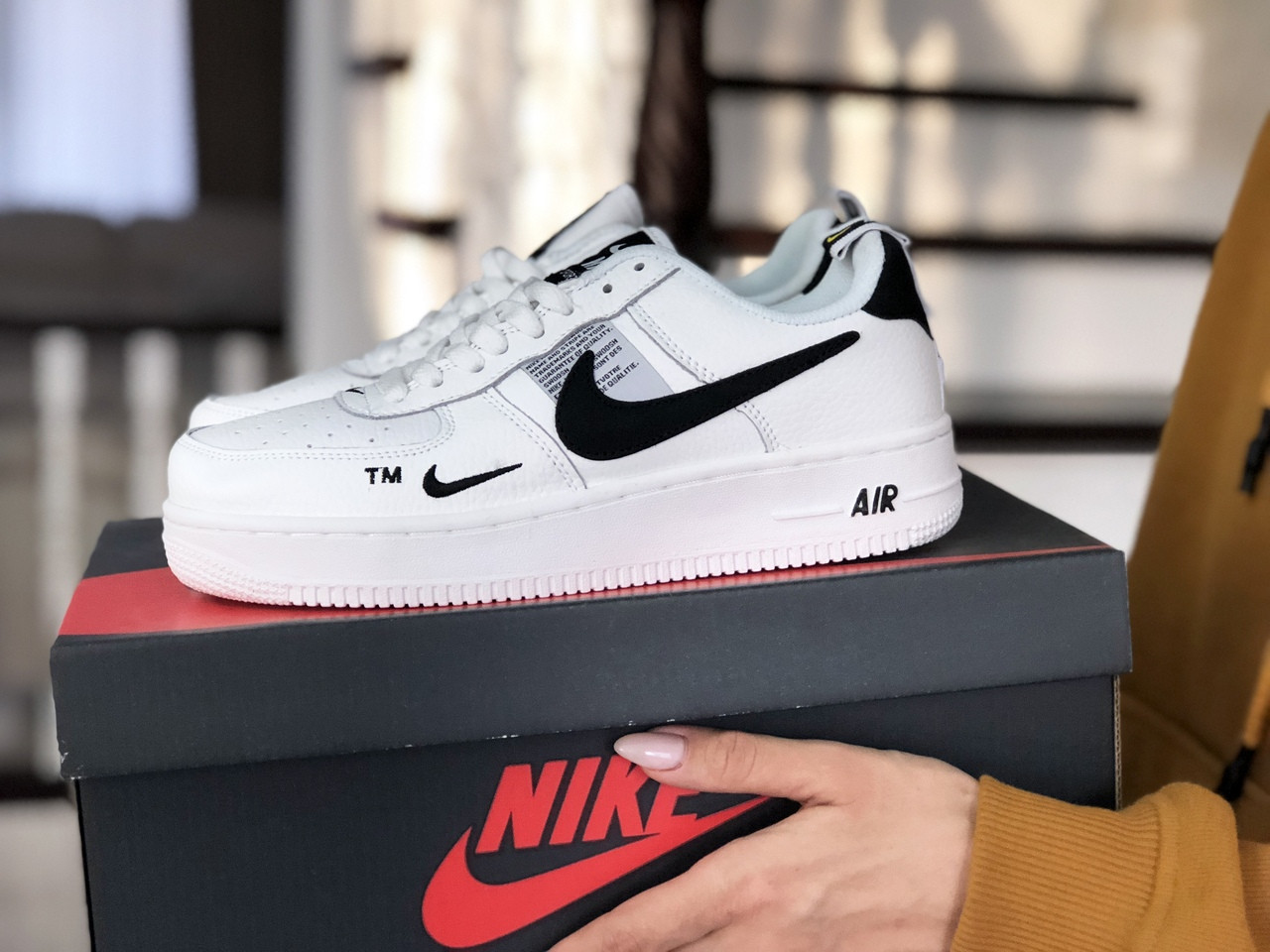 Жіночі кросівки Nike Air Force (біло-чорні)