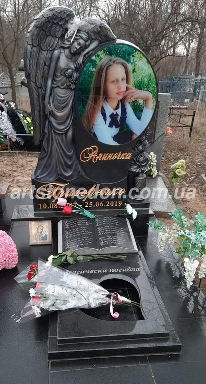 Памятник в виде ангела №333 с добавлением роз