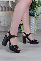 Босоножки на каблуке из натуральной кожи