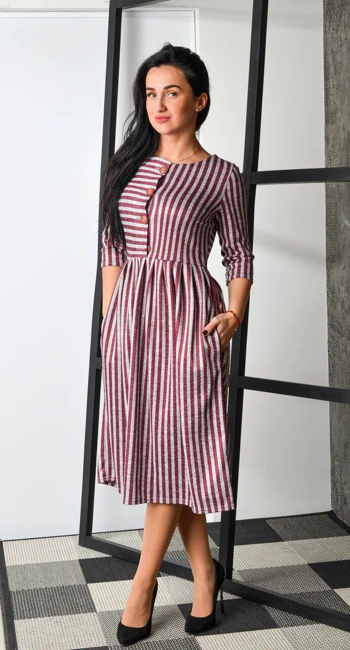 Красивое,тепленькое и суперуютное платье с четырьмя пуговками.Разные цвета