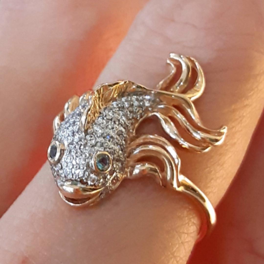Золотое кольцо Рыбка - Женское кольцо золото и фианиты