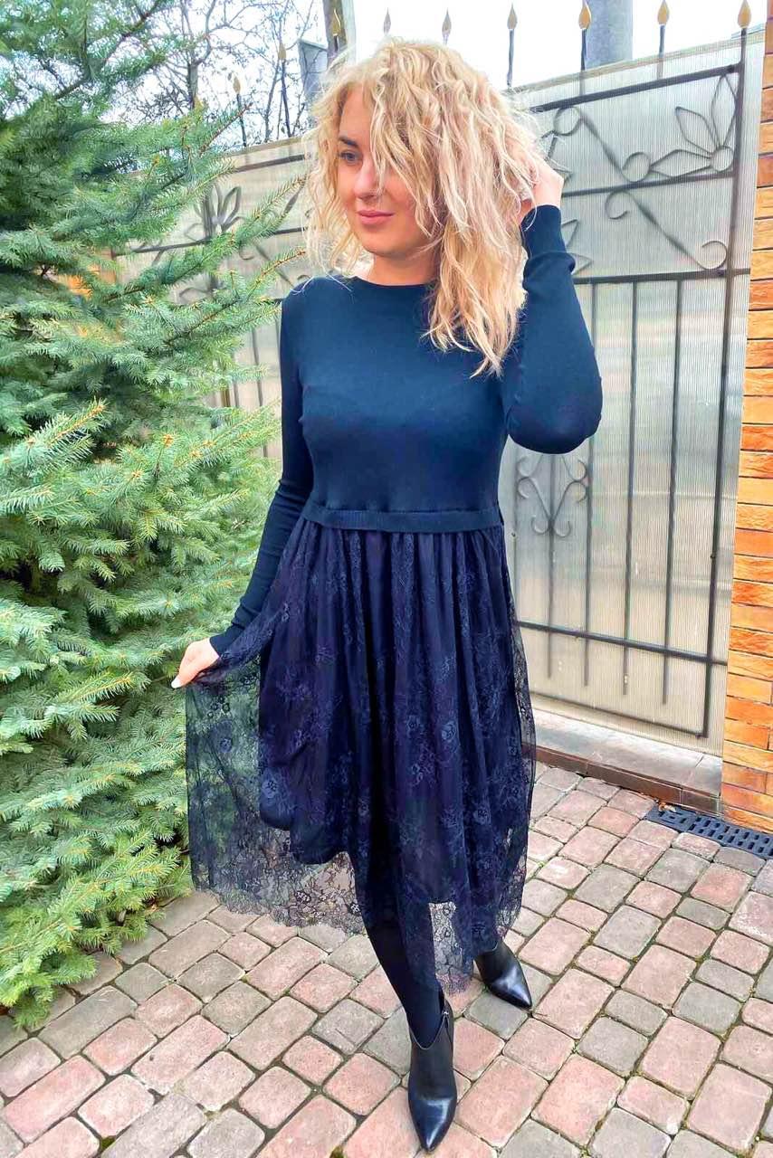 Очень красивое демисезонное платье с юбкой из высококачественного французского кружева