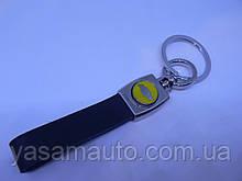 Брелок хлястик Chevrolet 127мм 26г кожа + металл черный эмблема Шевролет желтая на авто ключи