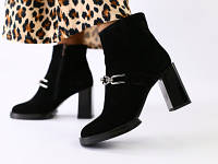 Женские демисезонные черные замшевые ботинки на каблуке, фото 1