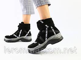 Женские демисезонные ботинки из черной замши