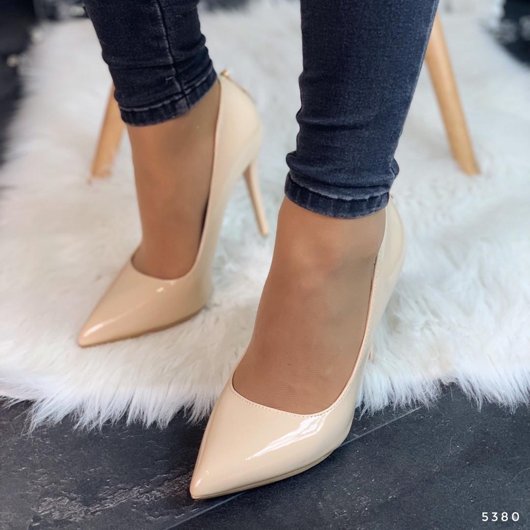 Туфли женские бежевые лаковые