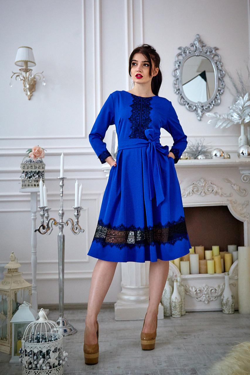 Вишукана жіноча сукня з поясом кольору електрик