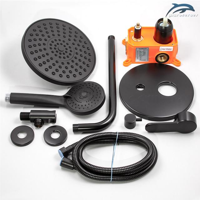 Душевой набор для скрытого монтажа BSSV-01 с круглым дизайном в матовом черном цвете.