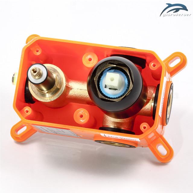 Встраиваемый в стену смеситель для душевой системы скрытого монтажа BSSV-04 джойстикового типа.