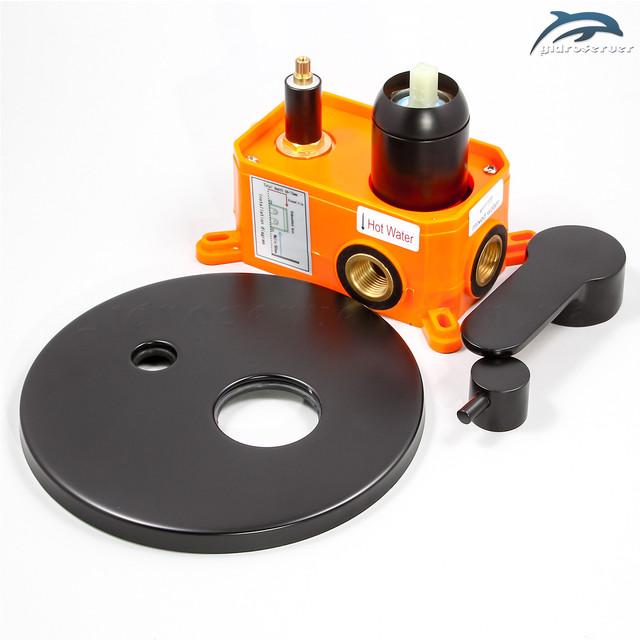 Душевая система для скрытого монтажа BSSV-02 укомплектована латунным смесителем джойстикового типа.