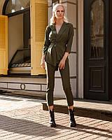 Женский стильный костюм с пиджаком на запах и укороченными брюками