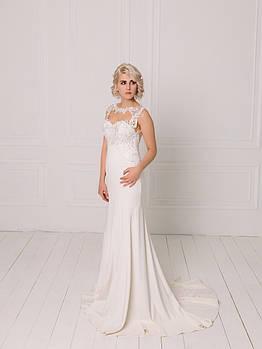 Классическое креповое свадебное платье с кружевом на сетке