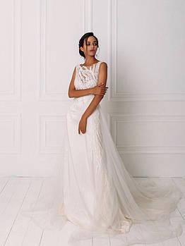 Классическое свадебное платье с кружевом и вышивкой бисером