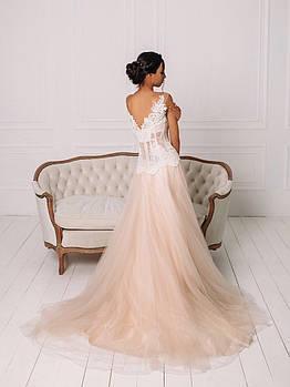 Свадебное розовое платье с белым кружевом на сетке