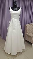 Классическое свадебное пышное платье с крупными рюшами