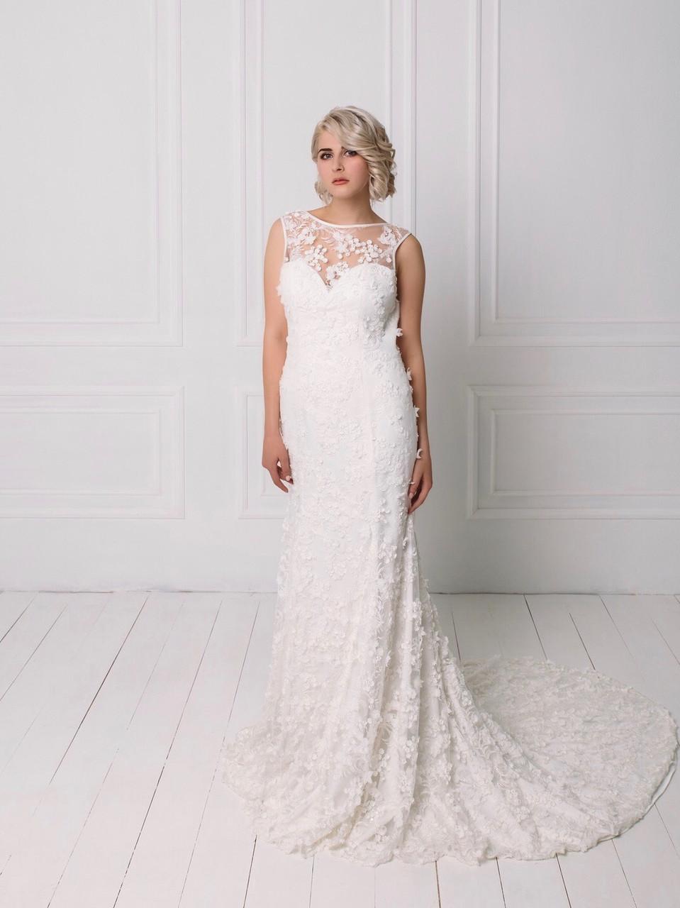 Свадебное кружевное платье с вышивкой бисером