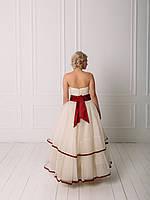 Свадебное пышное платье с бордовым поясом, фото 3