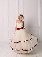 Свадебное пышное платье с бордовым поясом, фото 2