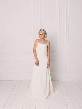 Классическое свадебное платье с кружевом на бретелях