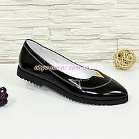 Туфли женские лаковые черные с заостренным носком, декорированы фурнитурой. 41 размер