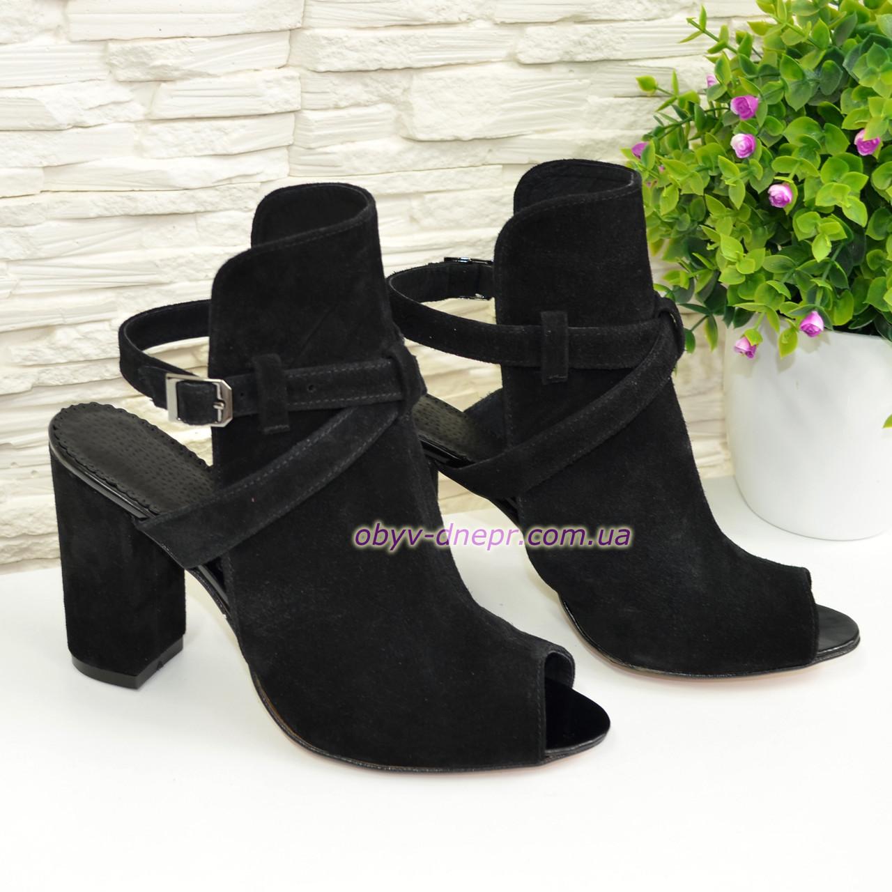 Женские черные босоножки на высоком устойчивом каблуке. В наличии 40 размер
