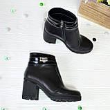 Ботинки женские кожаные на устойчивом каблуке, декорированы лаковыми ремешками, фото 4