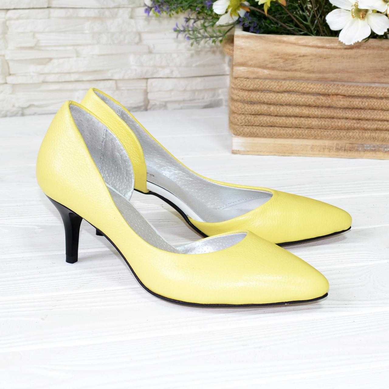 Туфли женские на невысокой шпильке, натуральная кожа флотар желтого цвета