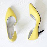 Туфли женские на невысокой шпильке, натуральная кожа флотар желтого цвета, фото 2