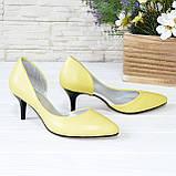 Туфли женские на невысокой шпильке, натуральная кожа флотар желтого цвета, фото 3