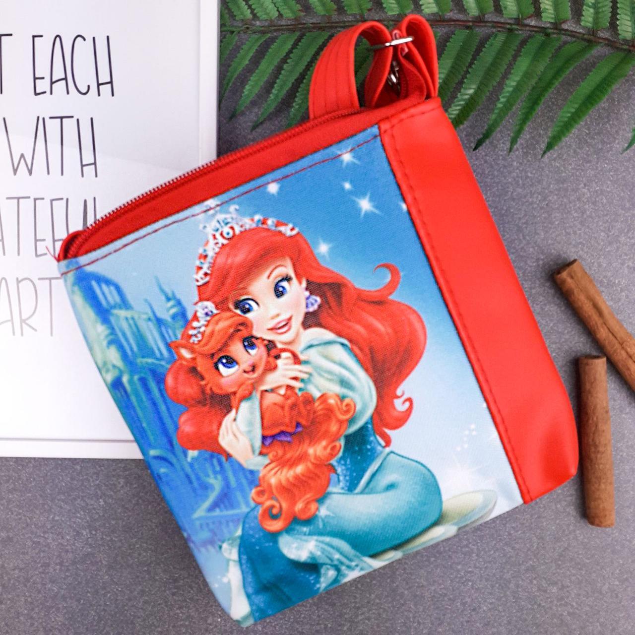 Сумка Moderika Mini Miss красная с рисунком Ариэль с Питомцем (55382)