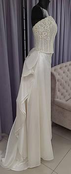 Свадебный костюм для невесты с вышивкой и пышной юбкой