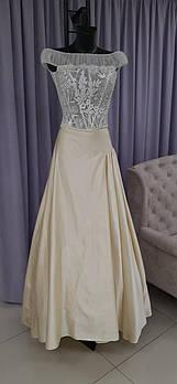 Свадебный костюм для невесты с ручной вышивкой