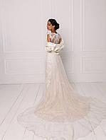 Классическое свадебное платье из ажурного кружева с жакетом