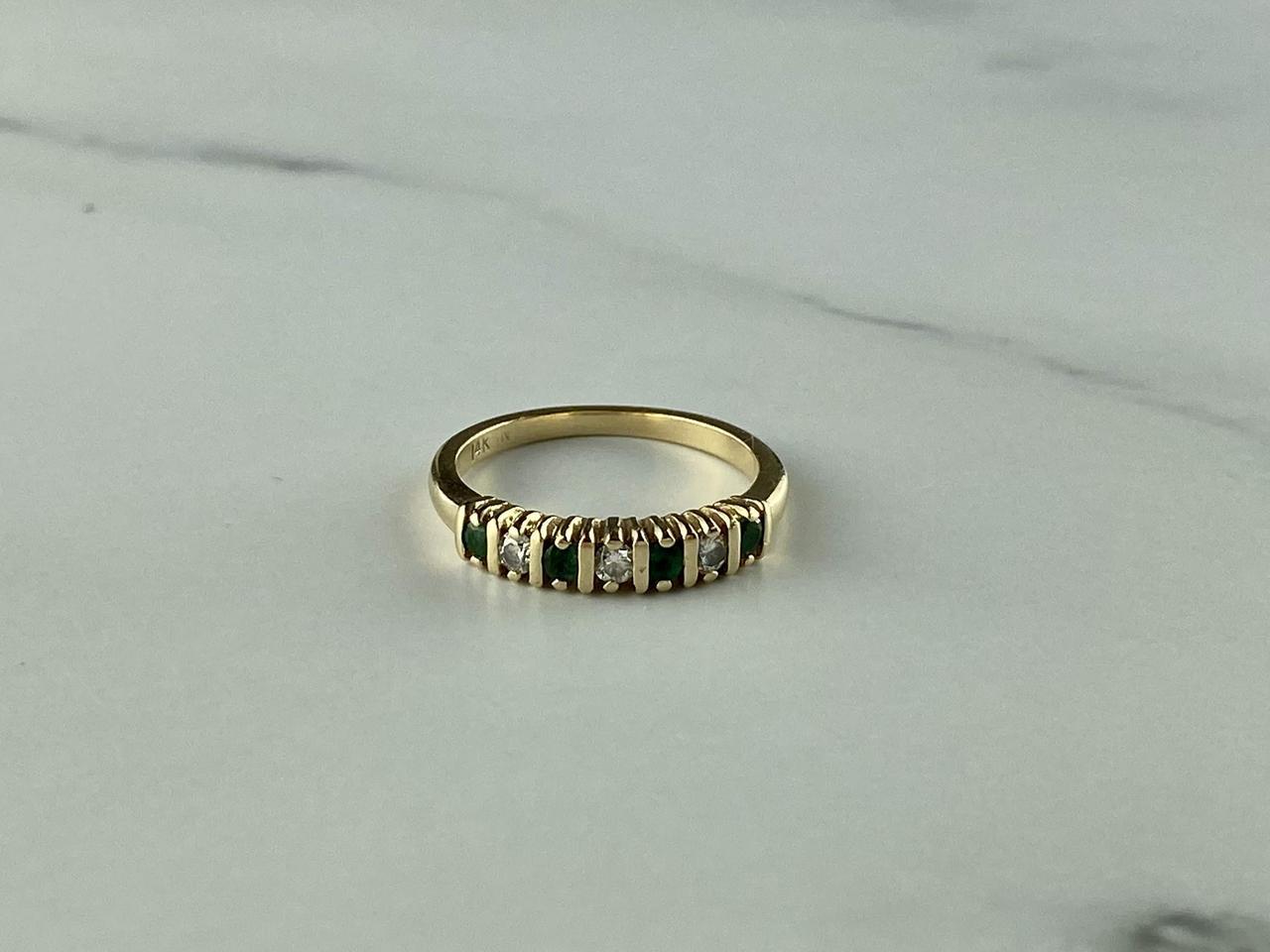 Золотое кольцо с Изумрудом и белым Топазом
