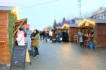 ✅ Компания «Промконтракт» изготовила и поставила в Шепетовку Хмельницкой области торговые киоски для организации Рождественской ярмарки.  2