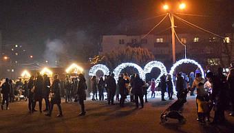 ✅ Компания «Промконтракт» изготовила и поставила в Шепетовку Хмельницкой области торговые киоски для организации Рождественской ярмарки.  11