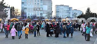 ✅ Компания «Промконтракт» изготовила и поставила в Шепетовку Хмельницкой области торговые киоски для организации Рождественской ярмарки.  14