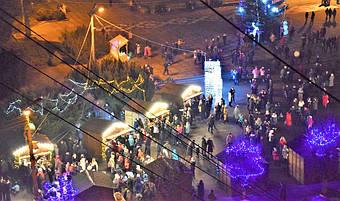 ✅ Компания «Промконтракт» изготовила и поставила в Шепетовку Хмельницкой области торговые киоски для организации Рождественской ярмарки.  15
